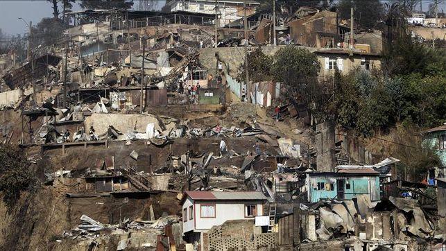 Vista-Canas-incendio-Valparaiso-Chile_EDIIMA20140414_0058_13